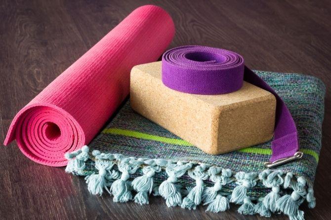 Aperçu des accessoires nécessaires à la pratique du yoga
